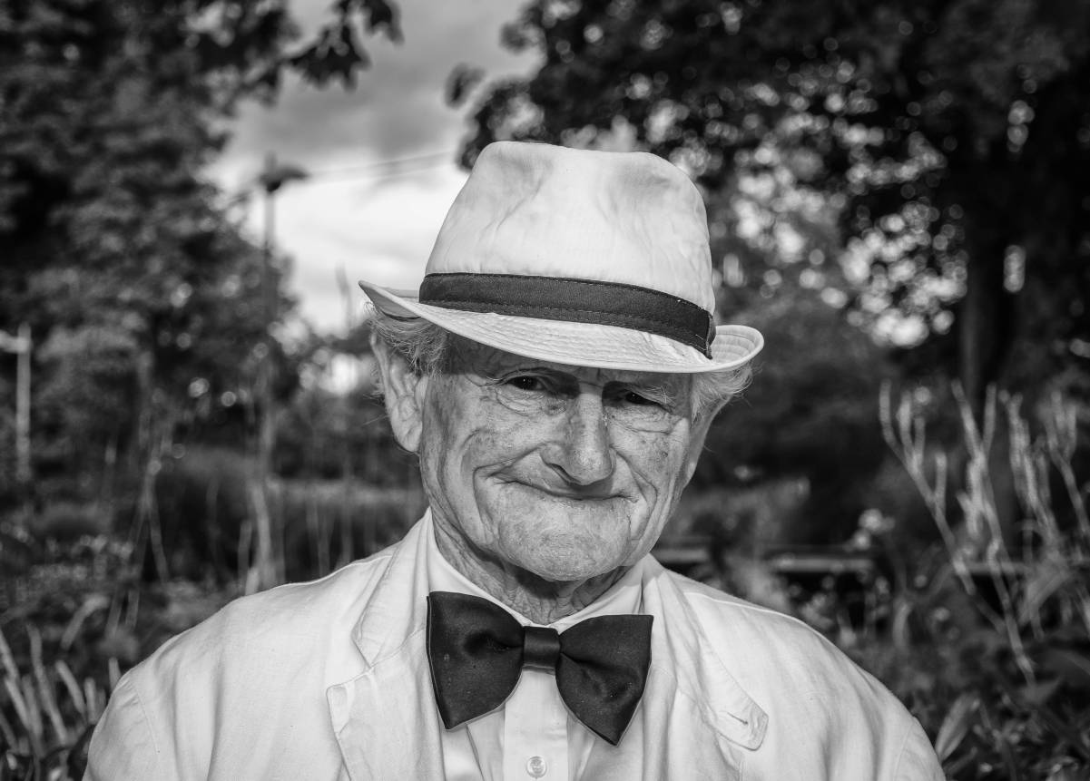man-hat-portrait-old-man-160422